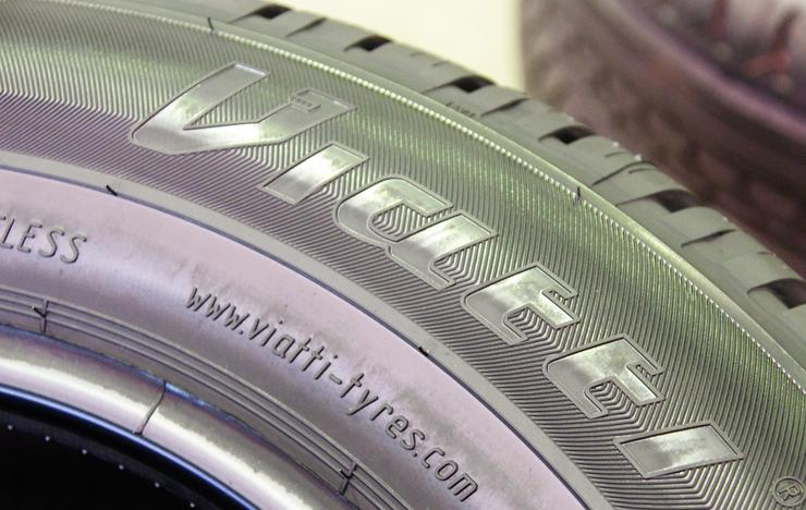 Marking the tyre size 215/55 R17 94V V-130.